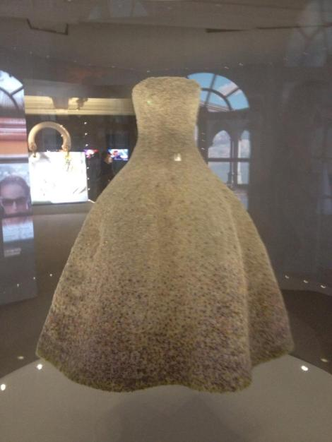 DRESS WORN BY NATALIE  PORTMAN IN THE CURRENT DIOR TV AD