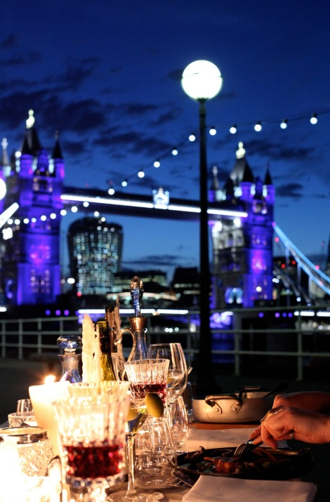 THE THAMES BY NIGHT